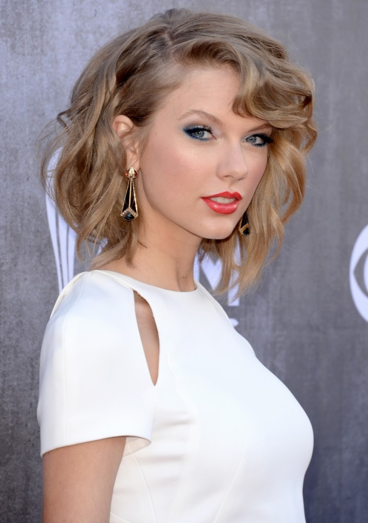 Taylor Swift S 2014 Acm Awards Red Carpet Look Did She Nail It Or Fail It Shoes Post