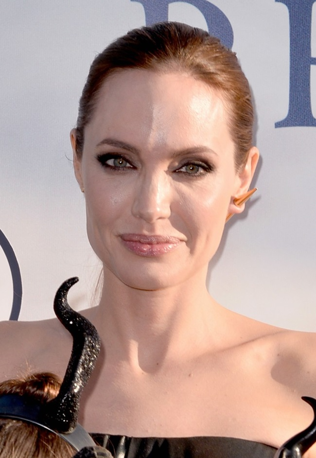 What is Angelina Jolie wearing? - NewsComAu