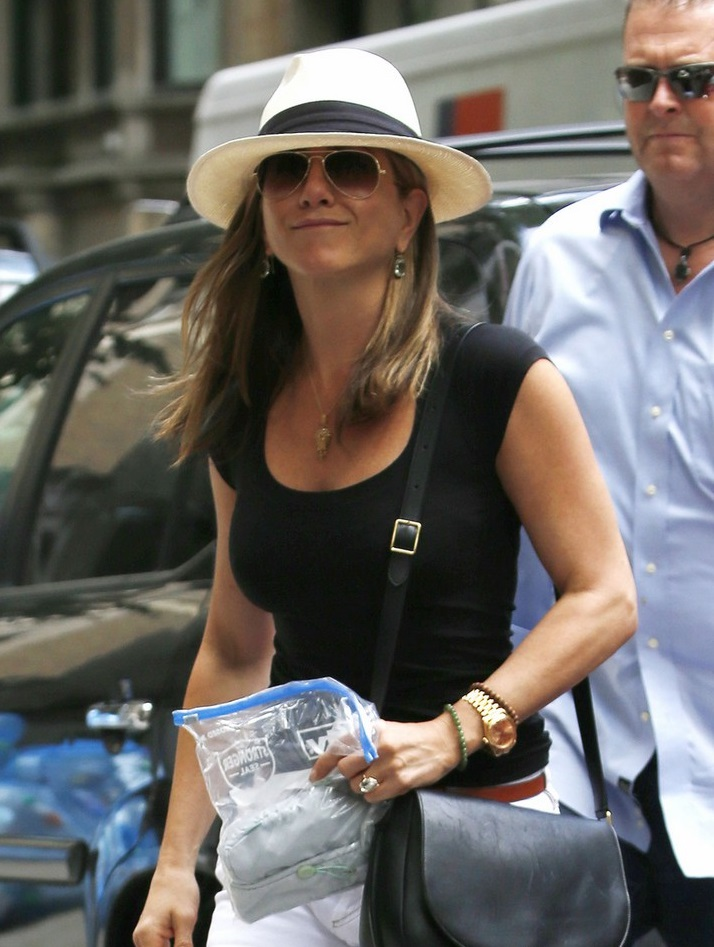 Jennifer Aniston Is Summer Chic In Black N White And