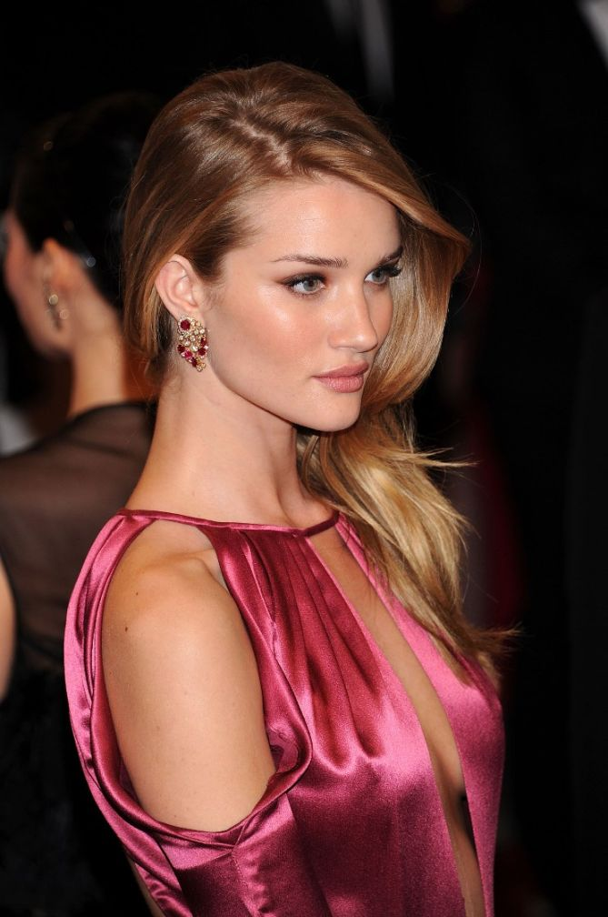 Rosie Huntington-Whiteley Looks This Flawless Without ... Rosie Huntington Whiteley Makeup