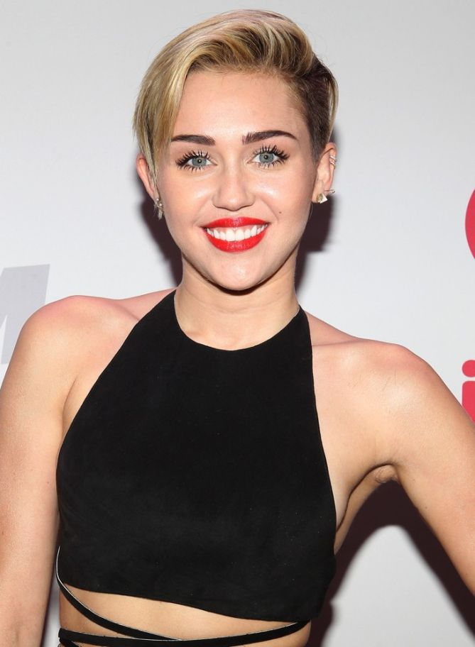 Spotted! Miley Cyrus Doing Some PDA with Patrick ...