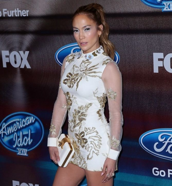 Jennifer lopez short lace dress
