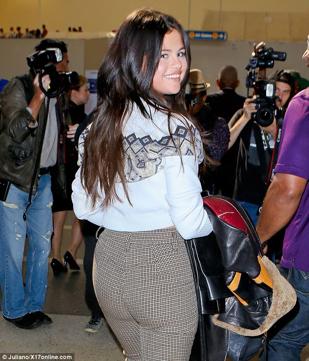 Selena Gomez In High Waist Trousers And Cutout Boots For Plane Ride