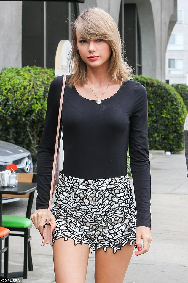 Taylor Swift Steps Out In The Cutest Shorts Ever Shoes Post