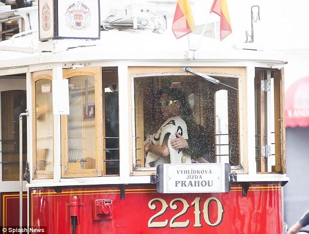 Rihanna-Prague-Tram20160730_0002