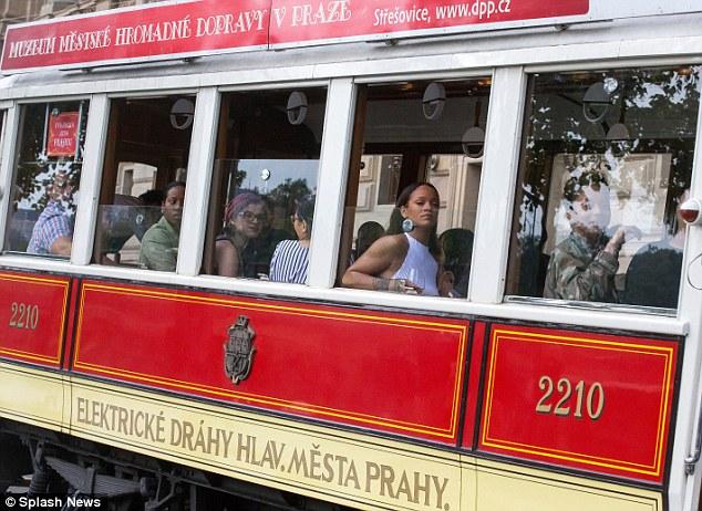 Rihanna-Prague-Tram20160730_0003