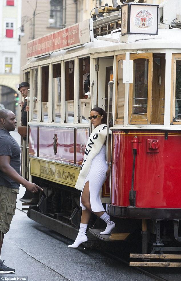 Rihanna-Prague-Tram20160730_0004