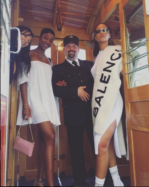 Rihanna-Prague-Tram20160730_0006