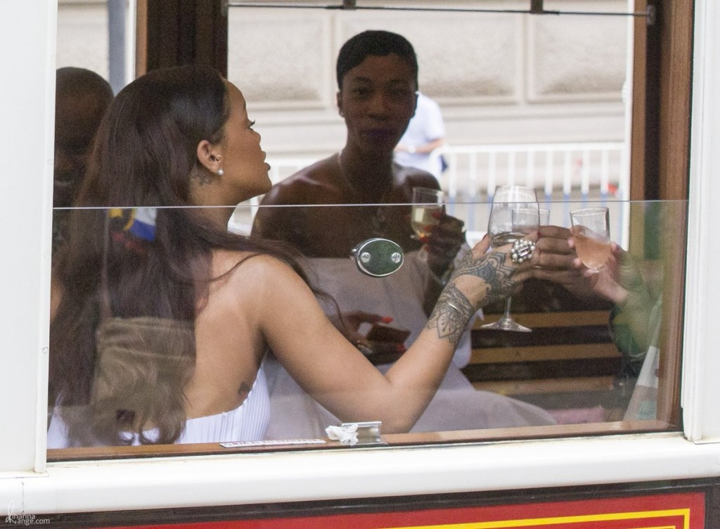 Rihanna-Prague-Tram20160730_0010