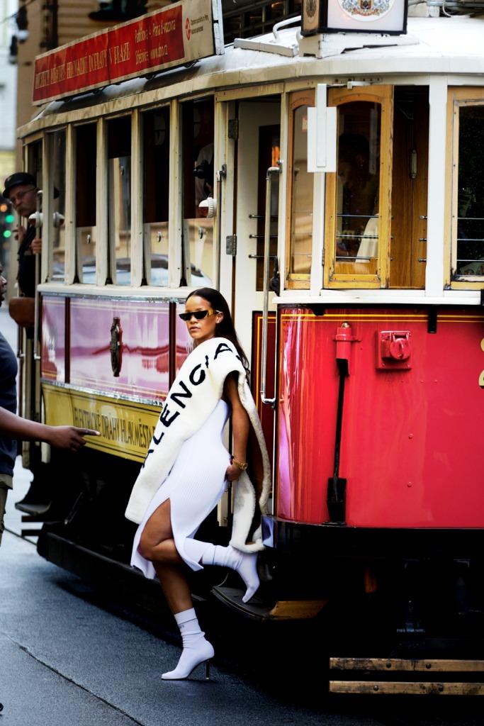 Rihanna-Prague-Tram20160730_0022