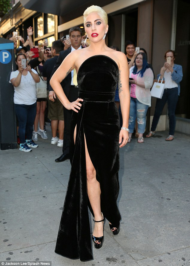 36DB4C5300000578-3722859-Lady_Gaga_oozed_old_Hollywood_glamour_in_a_plush_black_gown_with-m-64_1470280427553