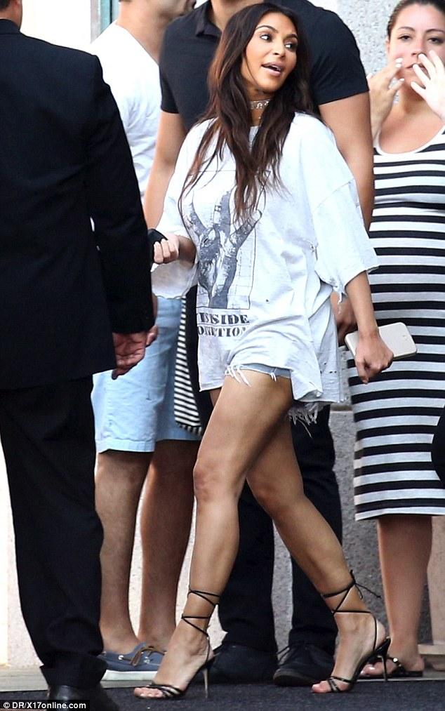 377A9BAC00000578-3752410-Leggy_look_Kim_Kardashian_showcased_her_toned_legs_in_ripped_sho-m-49_1471841713645