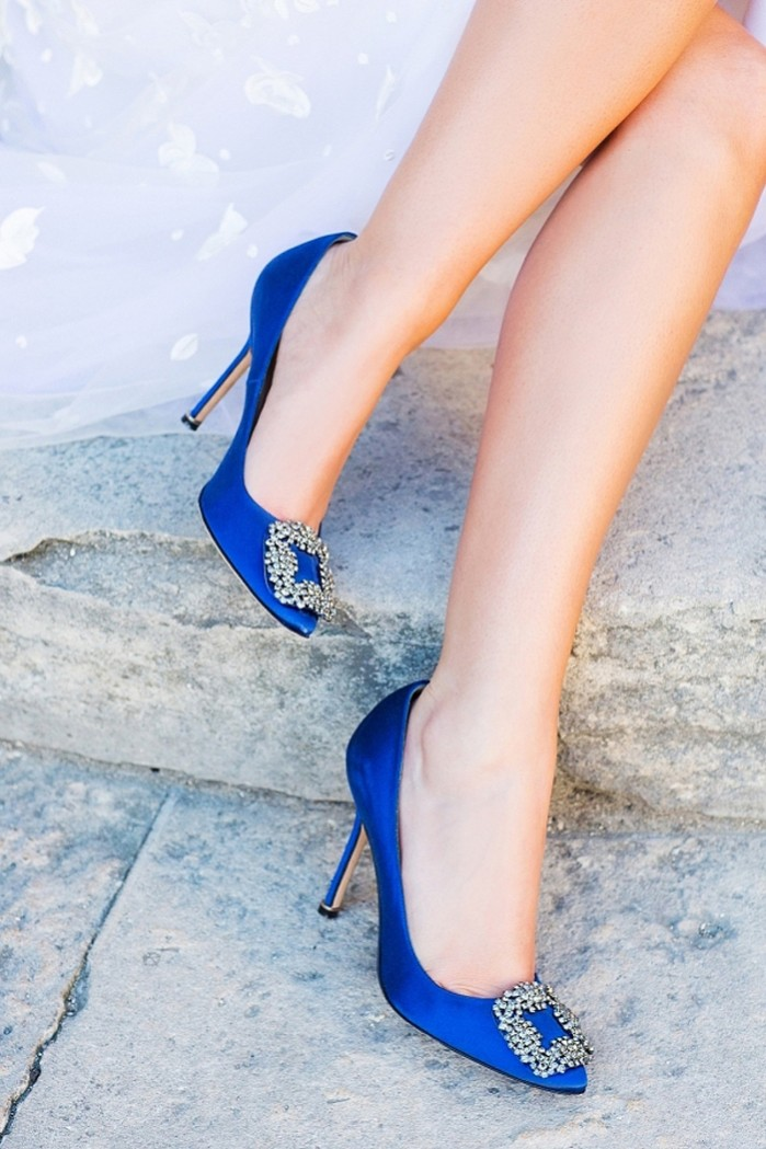 44d4fb429d6 ... MANOLO BLAHNIK Hangisi 105 blue satin pumps ...