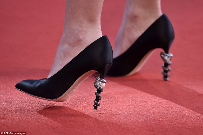 3812ead100000578-3780208-statement_the_striking_stilettos_boasted_a_pearl_emblazoned_with-a-45_1473355445180