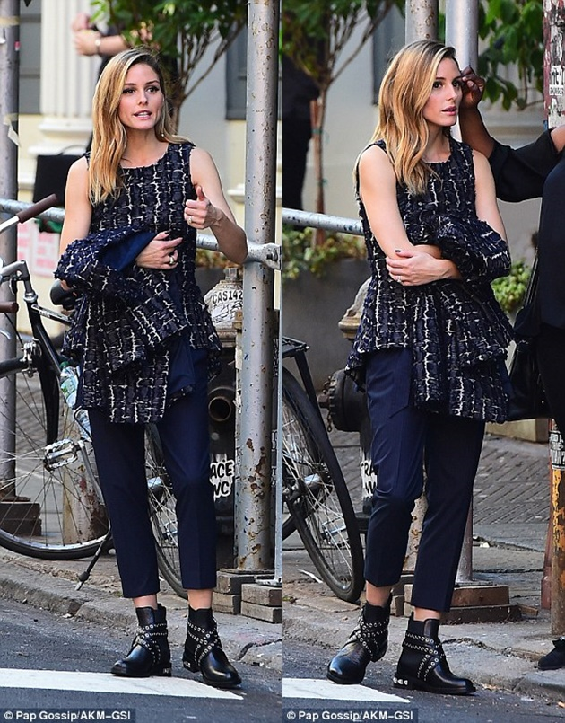 397f9b1f00000578-3849718-work_it_the_blonde_beauty_strutted_her_stuff_along_the_streets_o-m-52_1476832837315-horz