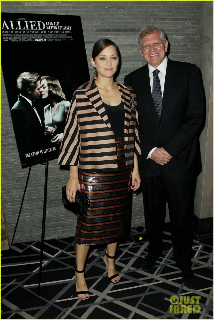 pregnant-marion-cotillard-accentuates-baby-bump-at-allied-screening-05