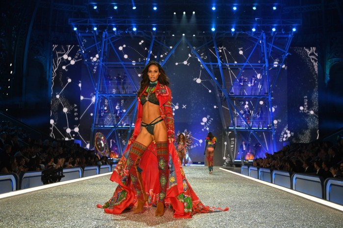 joan-smalls-victoria-secret-fashion-show-2016-1